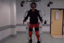 Un exoesqueleto ayudó a caminar a joven tetrapléjico
