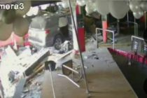 Mujer chocó su vehículo en un negocio de Miami-Dade