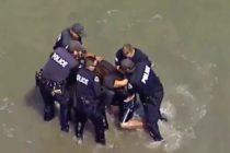 Mira la increíble persecución policial de un prófugo en una playa (Video)