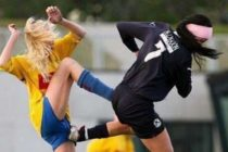 Jugadoras se cayeron a golpes en pleno campeonato de fútbol (+Video)