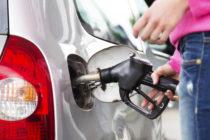 Video de seguridad muestra el robo de un vehículo en una gasolinera de Miami