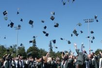 Esfuerzo de estudiantes de Miami Central es recompensado con becas de $ un millón
