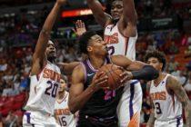 Heat se aleja de la zona de playoff tras caer ante Suns