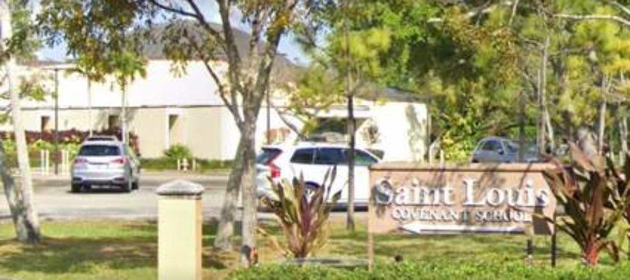 Arrestan a dos hombres por robar fondos de iglesia católica de Miami
