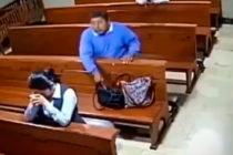 ¡Sin perdón de Dios! Hombre robó un teléfono en una iglesia de Ecuador mientras su dueña rezaba (+Video)