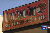 Estudiante es acusado por llevar un arma oculta a la Secundaria de Miami Carol City