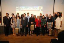 Estudiantes de las Escuelas Públicas de Miami-Dade son honrados por Elie Wiesel Foundation por sus composiciones sobre ética