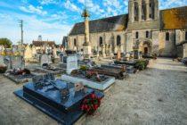 Un pueblo en Francia prohíbe morirse los fines de semana y días feriados