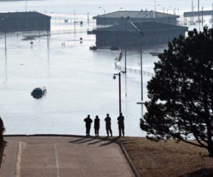 Aumentan desalojos en el centro norte de EEUU por inundación del río Missouri