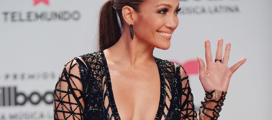 ¡Sorpresa! Se filtran fotos del espectacular vestido de novia de Jennifer López