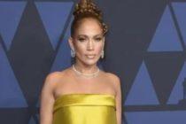 Critican a Jennifer López por ponerse una 'sabana' en los Governors Awards (Foto)