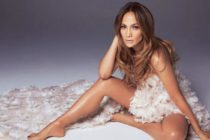 ¡Infartante! Jennifer López deslumbró en la playa con este diminuto hilo blanco (Foto)