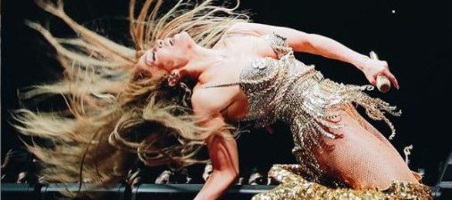 Jennifer López mostró todo su cuerpo con el traje de baño más provocativo (Foto)