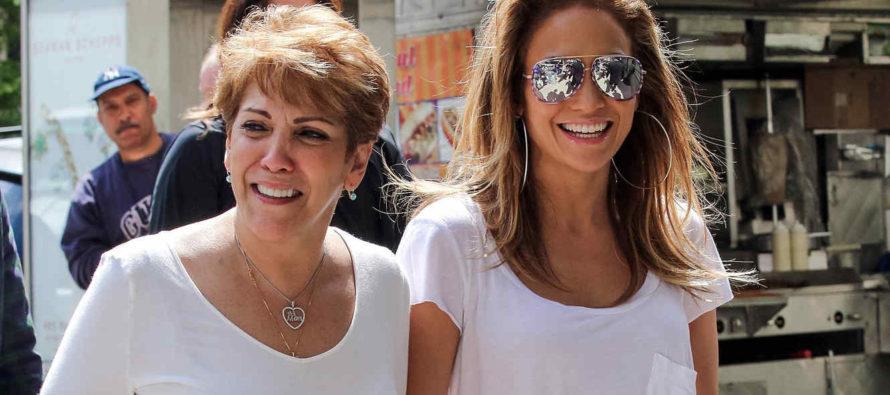 ¡De tal palo, tal astilla! Madre de Jennifer López causa furor con baile en Nueva York
