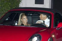 Jennifer López recibió los 50 años con un Porsche y las llaves de Miami Beach