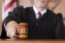Adolescente acusado de violación recibe indulto del juez por provenir de una «buena familia»