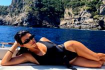 Kourtney Kardashian pasea con los senos al aire por las calles de Hollywood (+Fotos)