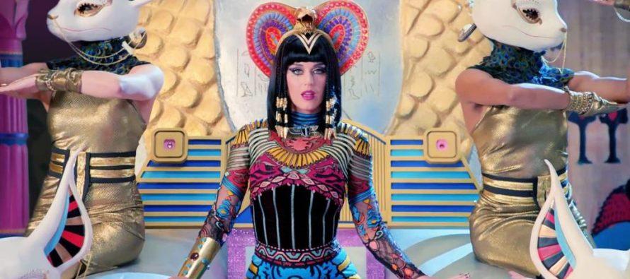 Modelo acusó a Katy Perry de bajarle los pantalones y mostrar su pene en fiesta
