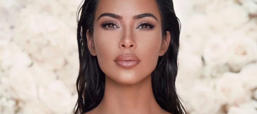 Así se ve Kim Kardashian en una foto que publicó en Instagram sin maquillaje