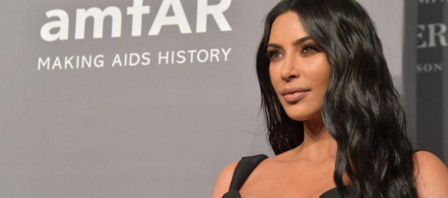 Lo Apretado De Su Vestido No Dejaba Caminar A Kim Kardashian