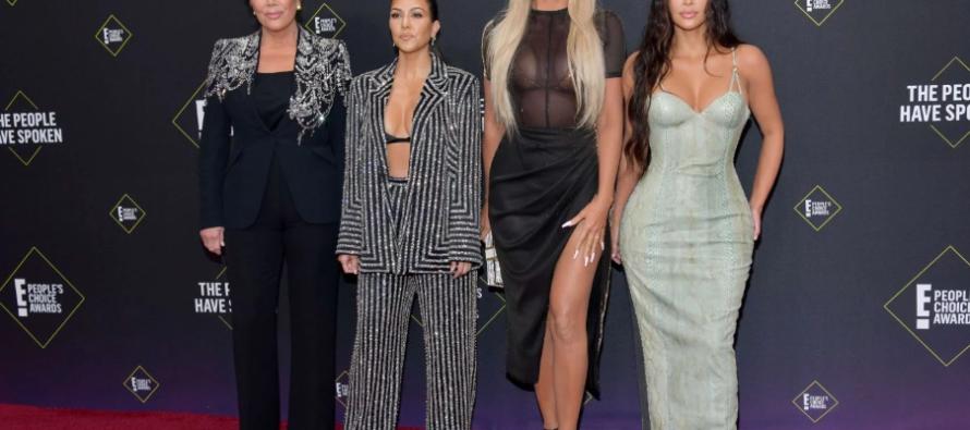 Kim y Khloe Kardashian discuten con Kourtney sobre su permanencia en el reality «Keeping Up with The Kardashians»