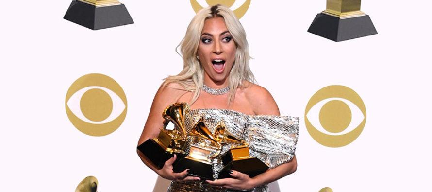 Lady Gaga roba suspiros con patriótico traje de baño