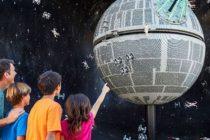 Mientras Disney da la bienvenida al mundo de Star Wars en Orlando, Legoland se despide de él