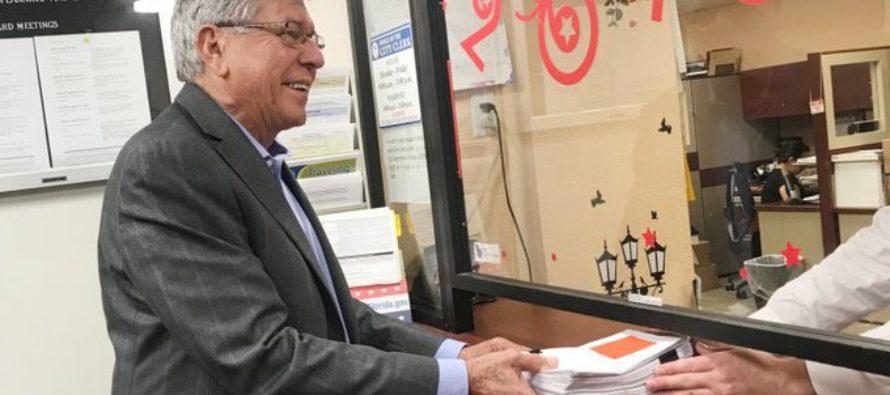 Comisionado de Miami Manolo Reyes presentó peticiones para su reelección