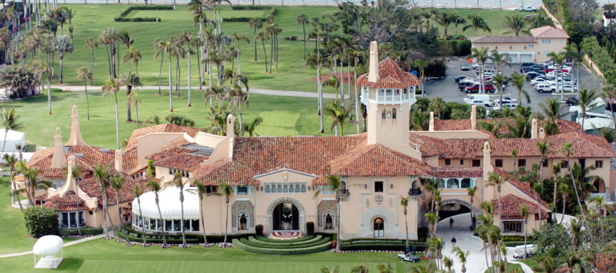 ¿Es una espía? China arrestada en resort de Trump permanecerá bajo custodia