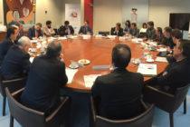Autoridades de Florida realizaron una mesa redonda para tratar la emergencia del virus de Wuhan