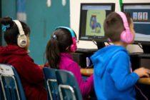 Niños van por primera vez a la escuela en campamento secreto para indocumentados en Miami
