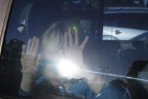 Arrestan a madre que olvidó a su hija dentro de un carro que alcanzó una temperatura de 130 grados