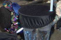 Estudiante inventó el «night cap» de bebidas para protegerse de agresiones sexuales