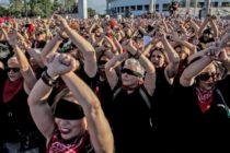 «El violador eres tú»: El escalofriante grito de guerra feminista que resuena en el mundo