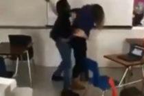 ¡Insólito! Se hizo viral brutal pelea entre profesora y estudiante en una preparatoria (Video)