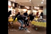 ¡Insólito! En Nochebuena hubo una terrible riña colectiva en centro comercial de EE.UU (Video)