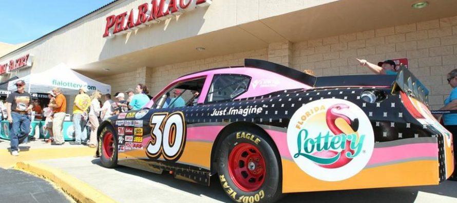 ¡Mercado de la suerte! Mujer compró boleto de la Lotería de Florida en un autoservicio y ganó $ 3 millones