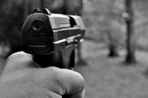 En una escuela de Hollywood detuvieron a dos jóvenes que tenían armas de fuego