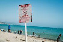 Prohíben el ingreso a playas de Miami-Dade por derrame de aguas residuales