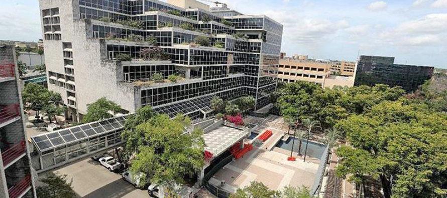 Plaza de la biblioteca de Fort Lauderdale cerrada por restauración