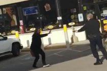 Mujer recibió fuerte descarga eléctrica tras intentar exorcizar a un policía en Wisconsin (Video)