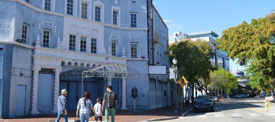 Autoridades de Miami discutieron el futuro de Coconut Grove Playhouse