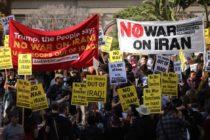 Ciudadanos protestaron contra la guerra con Irán en Florida