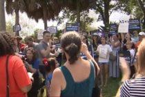 Manifestantes en Florida exigieron a Walmart que detuviera la venta de armas