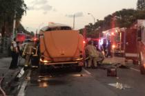 Bomberos de Miami rescataron persona atrapada en autobús escolar tras terrible choque