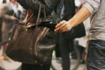 ¡Insólito! Mujer le dio una paliza a ladrón que quiso robarle el teléfono (Video)