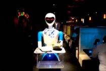Robot Theme Restaurant: El local del futuro atendido por mesoneros robots en la India (+Video)