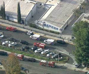 Una persona falleció y hay varios heridos tras balacera en escuela secundaria de California