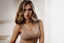 ¡Sin palabras! Scarlett Johansson aumenta su pecho algunas tallas y sorprende a sus fans (Fotos)