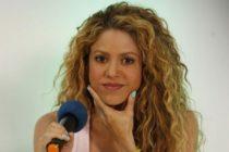 Mira lo que mostró Shakira cuando se le rompió la falda en un concierto (Fotos)
